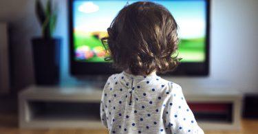 Razlozi zbog kojih treba razmisliti pre nego što stavimo dete ispred ekrana